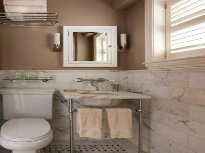 traditional victorian bathroom with calcatta gold marble