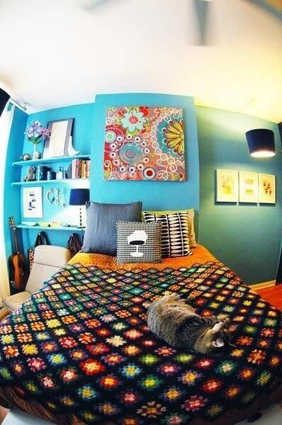 18 small bedroom decorating ideas apartment geeks for Funky bedroom designs