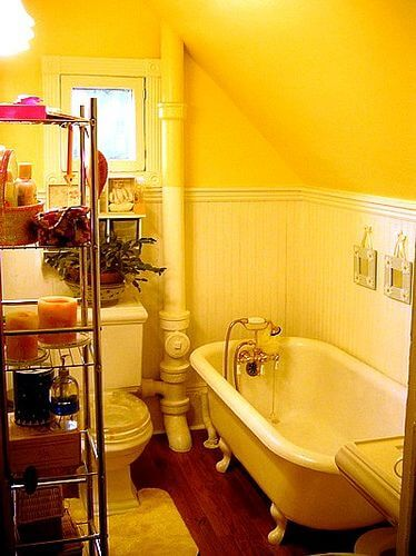 yellow bathroom decor bclskeystrokes. Black Bedroom Furniture Sets. Home Design Ideas