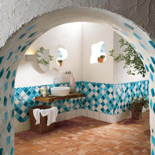 Lively Italian Bathroom decor mod