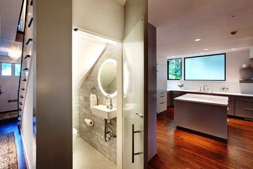 modern-bathroom-under-stairs