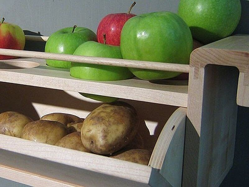 Store potatoes with apples to prevent Sprouting mod