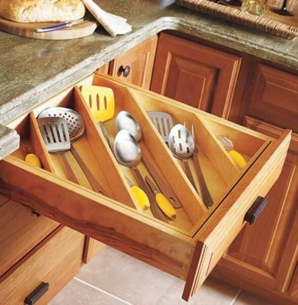 Make the Most of Kitchen Drawers By Organizing Diagonally mod