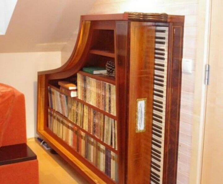 Old Piano as a Bookshelf mod
