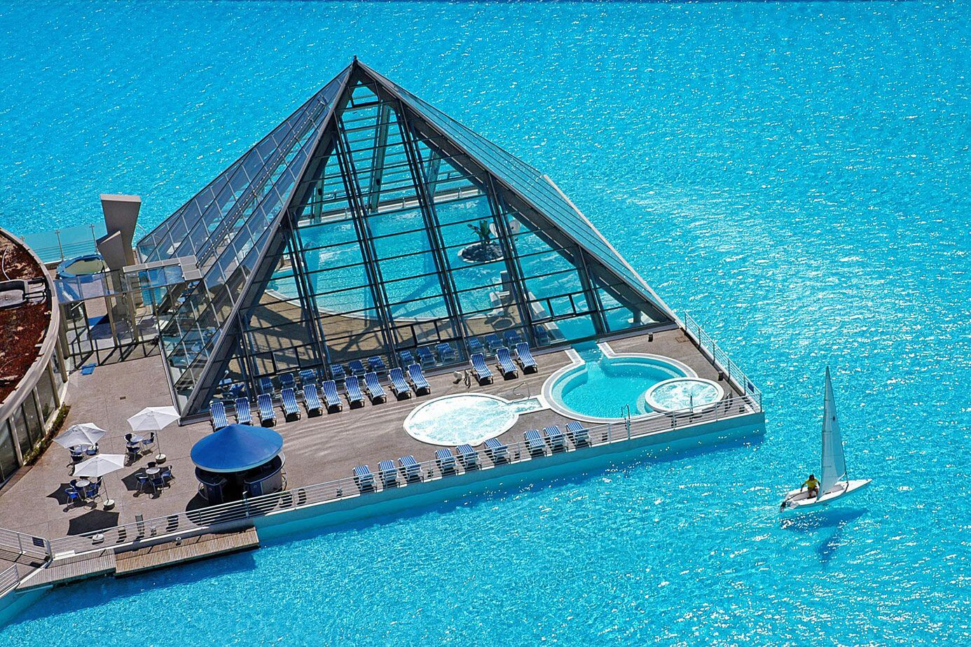 11 most beautiful swimming pools you have ever seen for Largest swimming pool