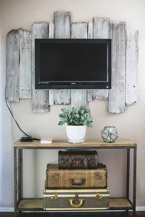 Wall Decor Behind Flat Screen Tv : Awesome frames for your flatscreen tv apartment geeks