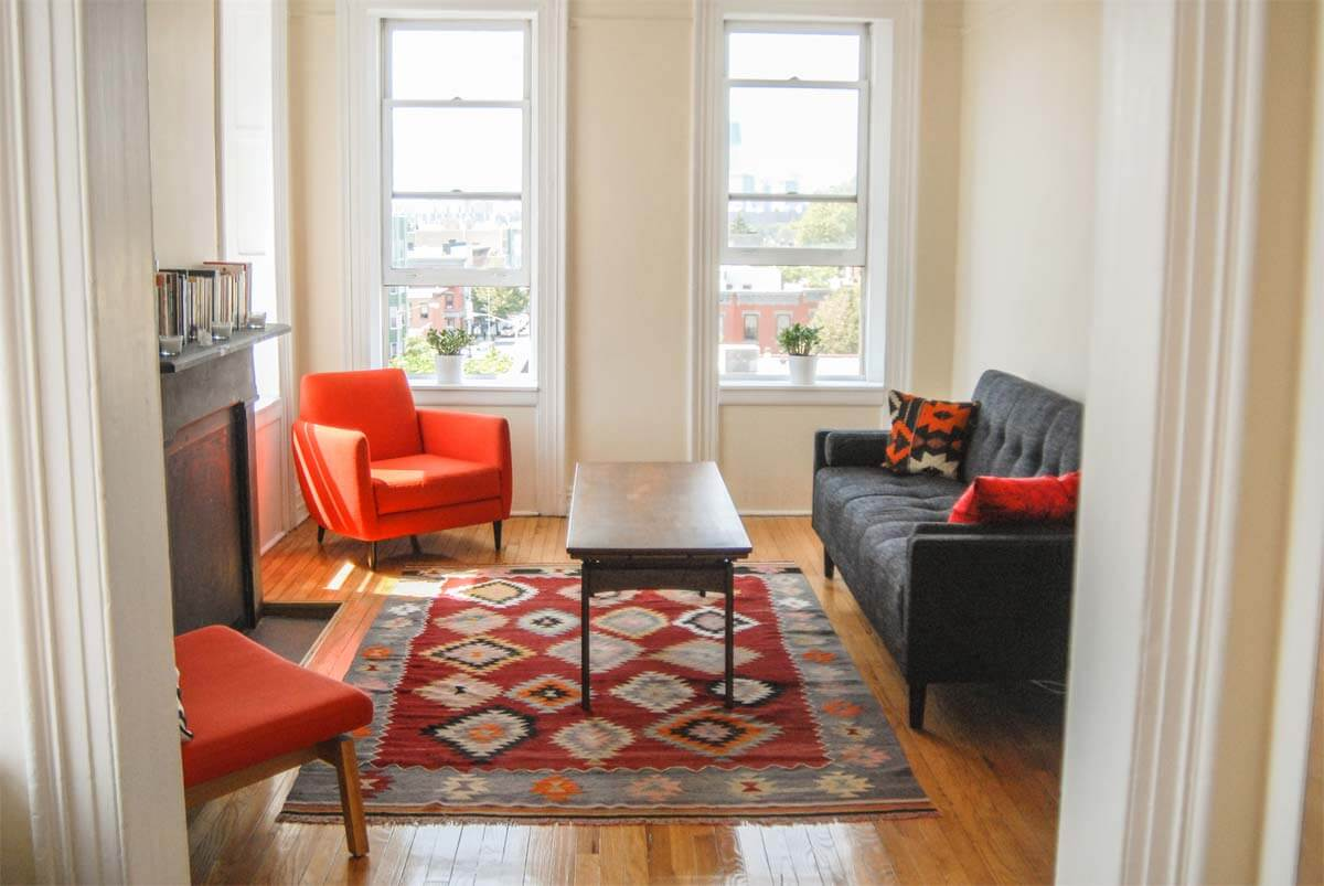 Clever ways to make extra cash on airbnb apartment geeks for Airbnb apartments
