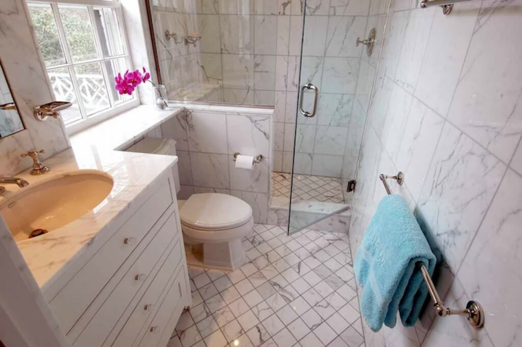 floor tile in a small bathroom - Bathroom Designs And Tiles