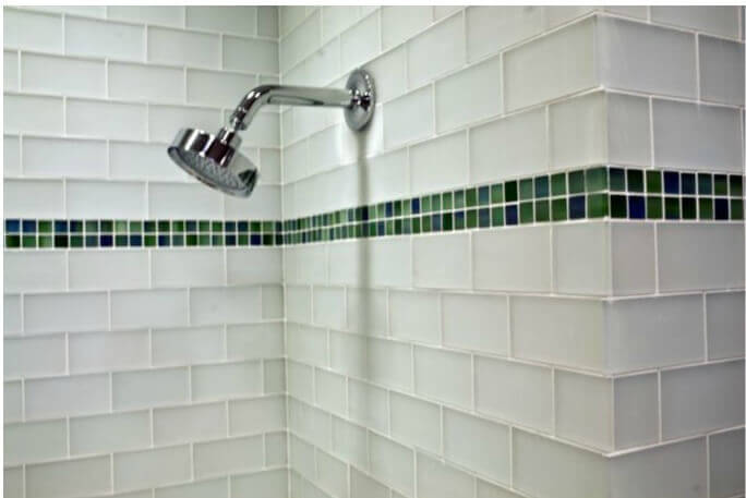 clear glass tile in a small bathroom - Bathroom Designs Using Glass Tiles