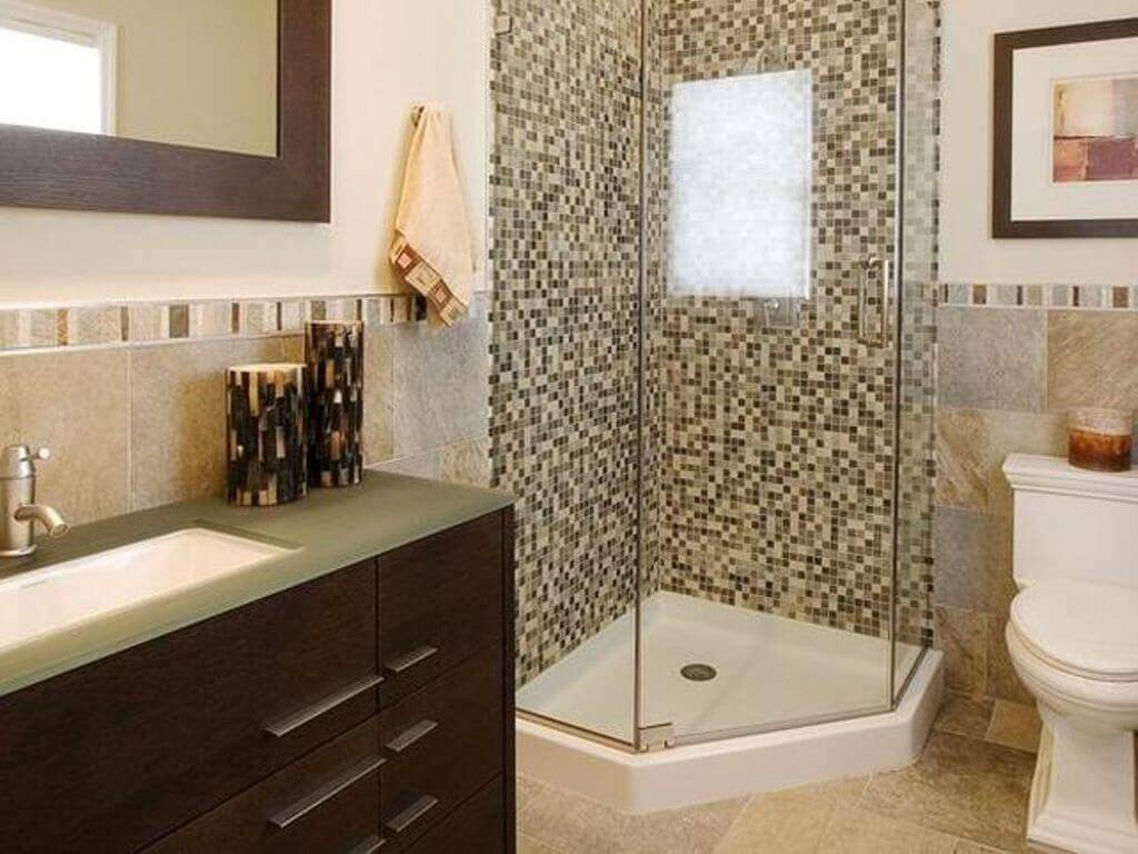 Merveilleux Shower With Glass Doors In Small Bathroom. By Incorporating Different Tile  ...